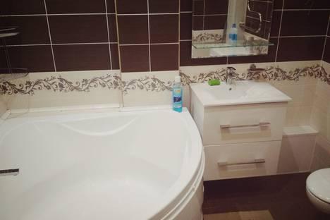 Сдается 2-комнатная квартира посуточно в Абакане, улица Дружбы Народов, 39.