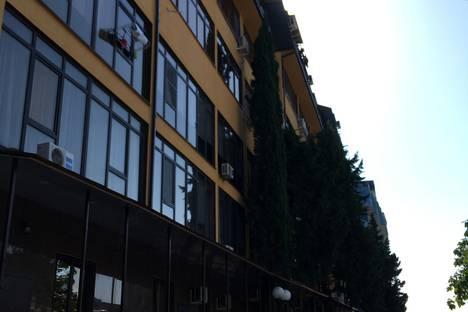 Сдается 1-комнатная квартира посуточно в Адлере, Большой Сочи, улица Просвещения, 118.