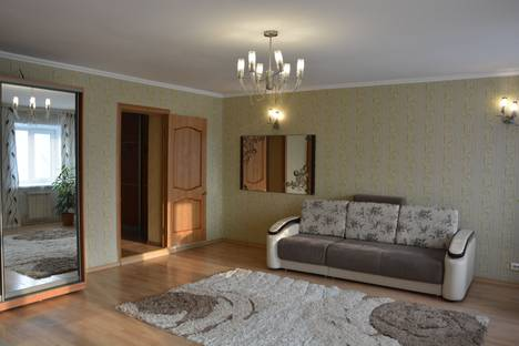 Сдается 2-комнатная квартира посуточно в Абакане, улица Чертыгашева, 67.