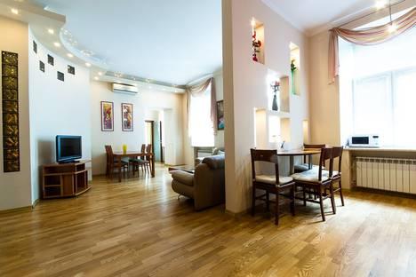 Сдается 3-комнатная квартира посуточнов Санкт-Петербурге, Караванная улица, 11.