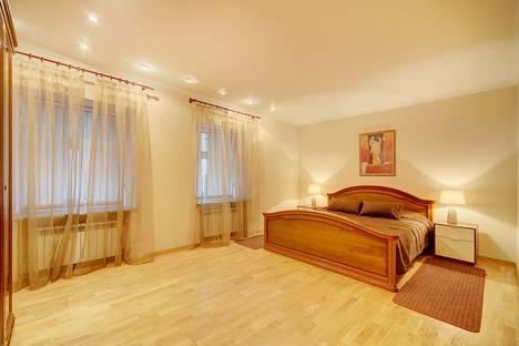 Сдается 3-комнатная квартира посуточнов Санкт-Петербурге, Малая Садовая улица, 3.