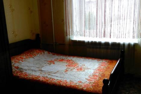 Сдается 2-комнатная квартира посуточно в Мурманске, улица Октябрьская, 21.