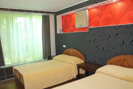 Сдается 2-комнатная квартира посуточно в Ялте, улица Садовая, 33.