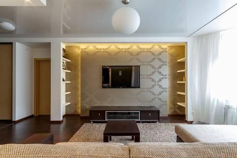 Сдается 2-комнатная квартира посуточнов Екатеринбурге, улица Степана Разина, 95.