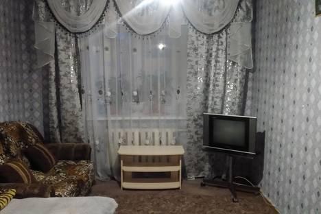 Сдается 1-комнатная квартира посуточно в Назарове, улица Арбузова.