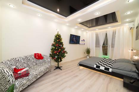 Сдается 1-комнатная квартира посуточно, Комсомольский проспект, 101.