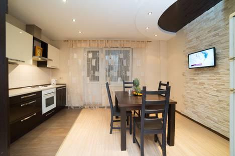 Сдается 3-комнатная квартира посуточно в Челябинске, улица Молодогвардейцев, 41.