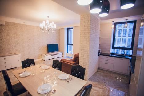 Сдается 2-комнатная квартира посуточно, улица Верхнеторговая площадь, 4.
