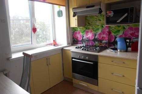 Сдается 2-комнатная квартира посуточно в Гатчине, Соборная улица, 23.