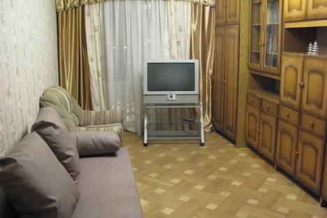 Сдается 2-комнатная квартира посуточно в Дзержинском, улица Лесная, 13.