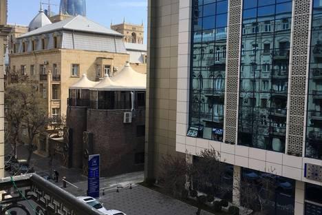 Сдается 3-комнатная квартира посуточно в Баку, Хатаи проспект, Bak uzeyir qad;ibeyli.