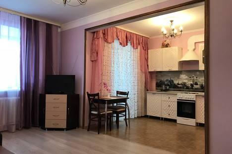 Сдается 1-комнатная квартира посуточнов Тюмени, улица Мельникайте, 144.