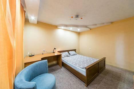 Сдается 2-комнатная квартира посуточно в Перми, улица Мира, 74.