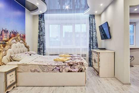 Сдается 1-комнатная квартира посуточно в Екатеринбурге, улица Челюскинцев, 27.