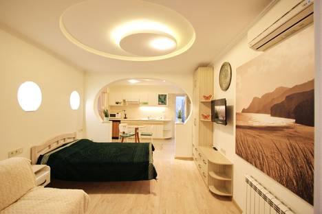 Сдается 1-комнатная квартира посуточно в Ялте, улица Володарского, 8.