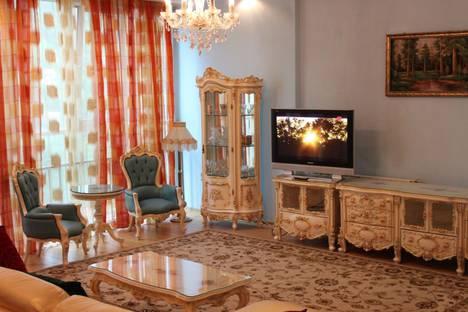 Сдается 2-комнатная квартира посуточно в Алматы, проспект Достык, 162.