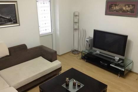 Сдается 2-комнатная квартира посуточно в Алматы, мкр. Самал-1, дом 33.