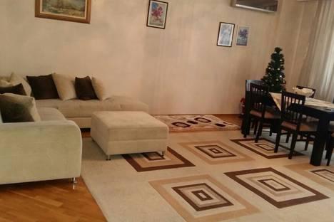 Сдается 3-комнатная квартира посуточно, Bakı, Dilarə Əliyeva Küçəsi.