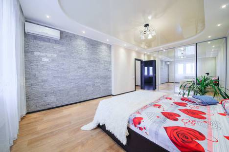 Сдается 2-комнатная квартира посуточно в Саратове, улица Вольская, 2д.