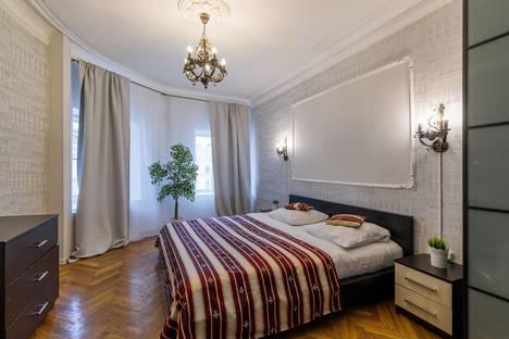 Сдается 3-комнатная квартира посуточно, Петропавловская улица, 8.