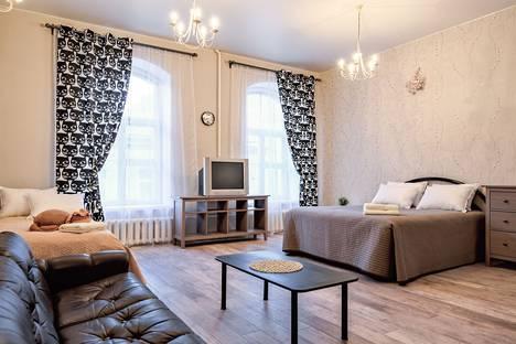 Сдается 3-комнатная квартира посуточнов Санкт-Петербурге, ул. Набережная Канала Грибоедова 85/9.