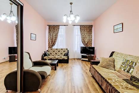 Сдается 2-комнатная квартира посуточнов Санкт-Петербурге, Зверинская улица, 17Б метро Спортивная 5 минут.