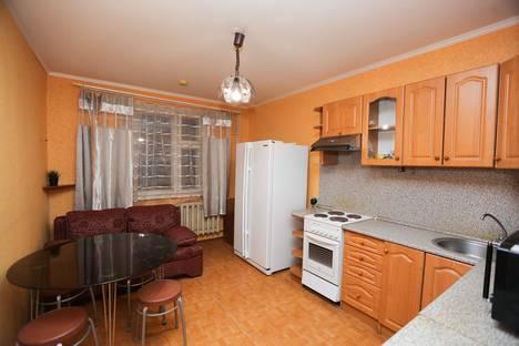 Сдается 1-комнатная квартира посуточнов Нефтеюганске, 14 микрорайон 54 дом.