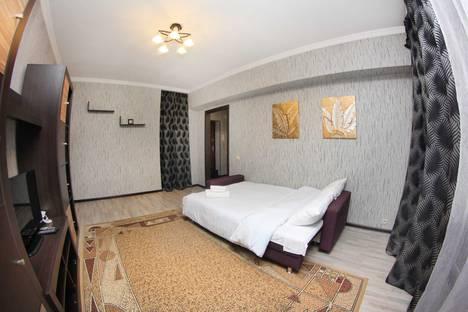 Сдается 1-комнатная квартира посуточно в Алматы, улица Кабанбай батыра, 136.