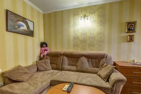 Сдается 1-комнатная квартира посуточно в Ялте, улица Среднеслободская, 16.