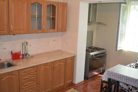 Сдается 1-комнатная квартира посуточнов Бишкеке, 10 мкр, 11.