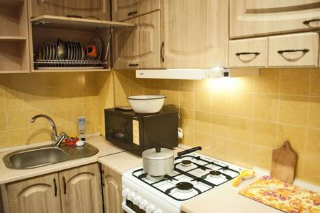 Сдается 1-комнатная квартира посуточно в Феодосии, ул. Боевая 4.