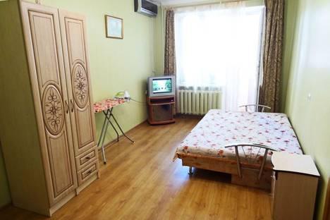 Сдается 1-комнатная квартира посуточно в Феодосии, ул. Назукина 4.