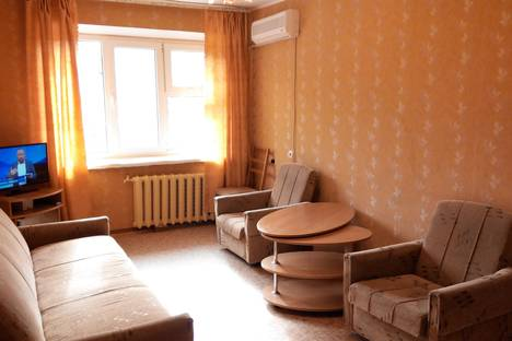 Сдается 2-комнатная квартира посуточно в Феодосии, Украинская улица, 16.