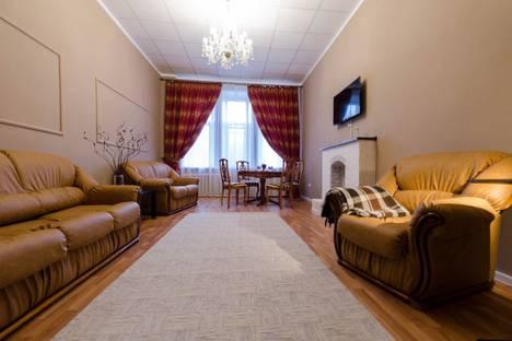 Сдается 2-комнатная квартира посуточно в Пскове, Октябрьский проспект, 18.