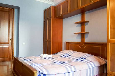 Сдается 4-комнатная квартира посуточно в Тбилиси, ул. кобулети 17.