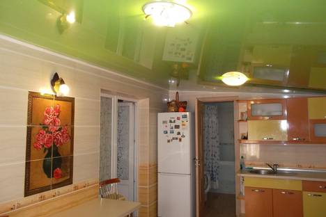 Сдается 3-комнатная квартира посуточнов Новом Свете, улица Голицына, 30.
