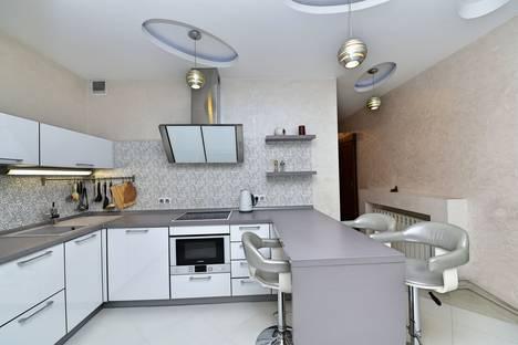 Сдается 2-комнатная квартира посуточно в Сочи, улица Юных Ленинцев, 10б.