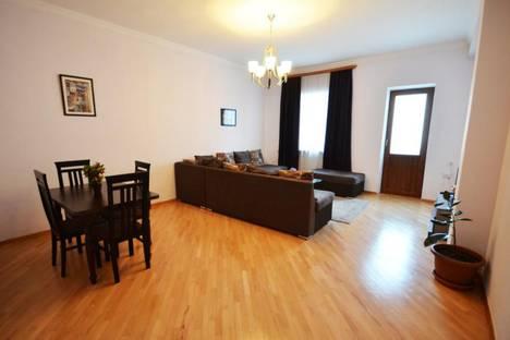 Сдается 3-комнатная квартира посуточно, Вахтанг Котетишвили.