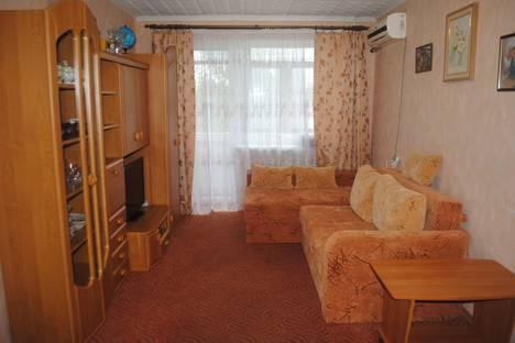 Сдается 2-комнатная квартира посуточно в Феодосии, ул Совеская д 18.