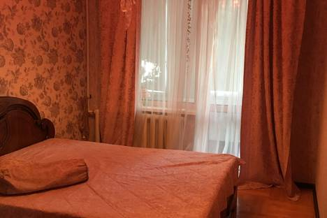 Сдается 2-комнатная квартира посуточно в Армавире, Северный  д 1/1.