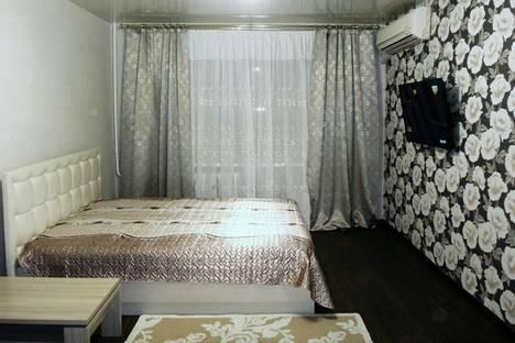 Сдается 1-комнатная квартира посуточно в Энгельсе, улица Ленина, 14.