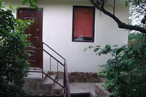 Сдается коттедж посуточно в Гурзуфе, ул.Санаторная 4.
