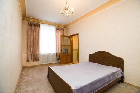 Сдается 3-комнатная квартира посуточно в Комсомольске-на-Амуре, улица Калинина, 3.