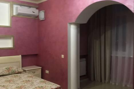 Сдается 2-комнатная квартира посуточно в Армавире, улица Карла Маркса, 5.