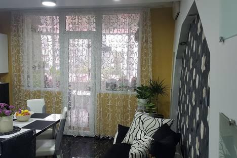 Сдается 5-комнатная квартира посуточно в Батуми, ул. Инасаридзе, дом 4.
