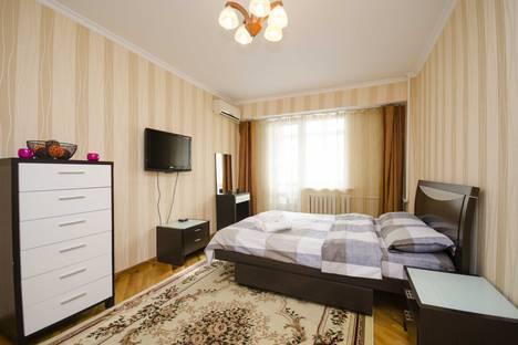 Сдается 2-комнатная квартира посуточно в Алматы, Самал-3, дом 9.