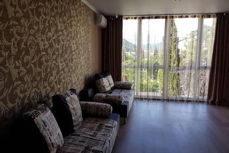 Сдается 1-комнатная квартира посуточно в Небуге, ул. Газовиков 1 А.