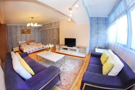 Сдается 1-комнатная квартира посуточно в Алматы, Достык 40.