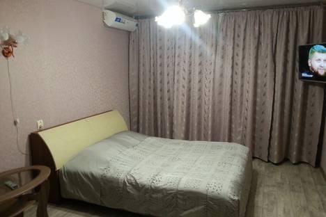 Сдается 1-комнатная квартира посуточно в Энгельсе, улица Минская, 32.