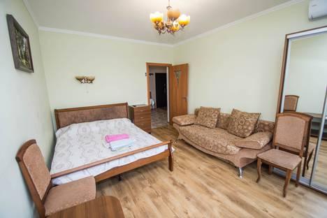 Сдается 2-комнатная квартира посуточно в Гурзуфе, улица Пролетарская, 10.